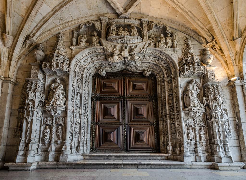 Jerónimos Monastery Entrance By Messagez.com