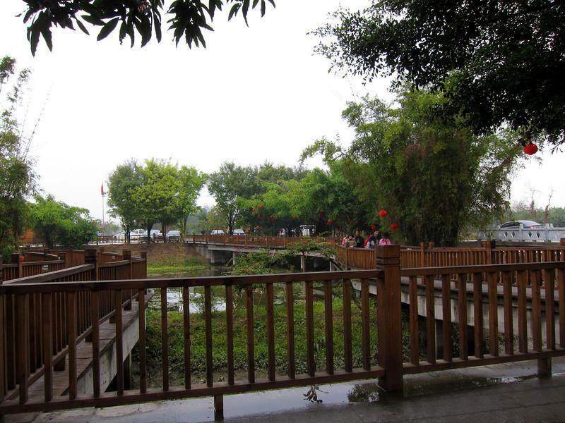 下一站去到自力村調樓群。呢張係入口遠眺內園。