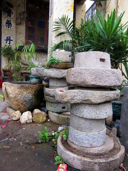 石磨層層疊