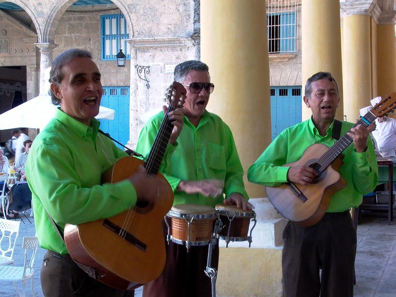 musicians plaza vieja