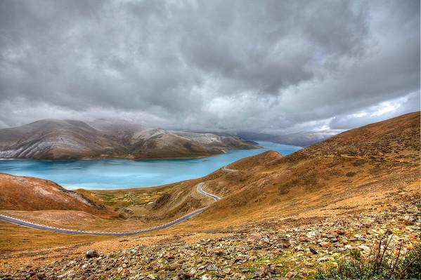 西藏圣湖羊卓雍错