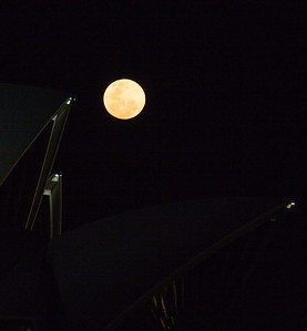 harvest moon at the Opera House