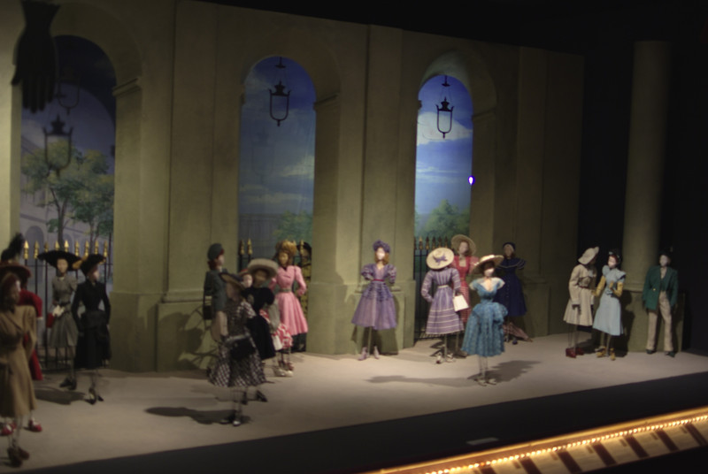 Theater la Mode. Sets were designed by well known artists and set designers of the time.