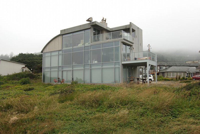 Interesting beach house on Yachats Trial 804.