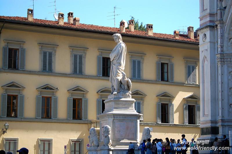 Statue of Dante in Piazza Santa Croce