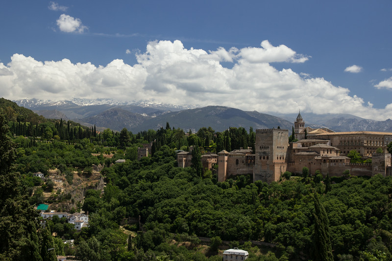 Later in the day Hannah and Lou went up to the Mirador San Nicolas where there is a great view of the Alhambra with the Sierra Nevada in the background.