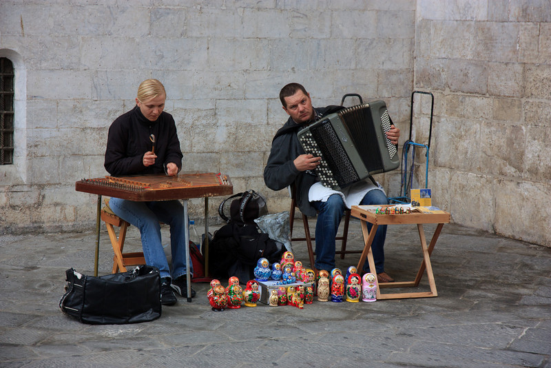 Street musicians playing outside the Duomo.