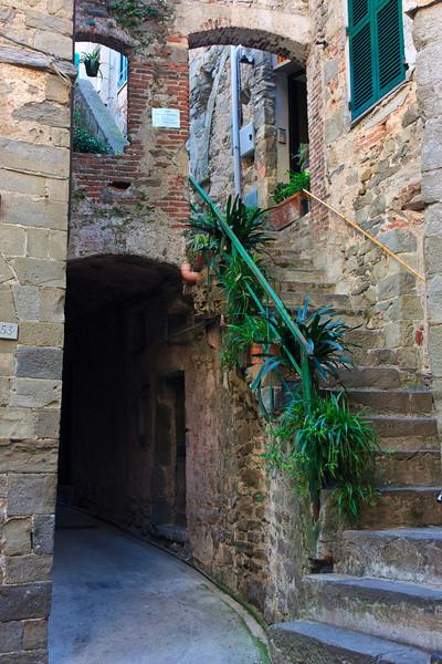 Corniglia street scene.