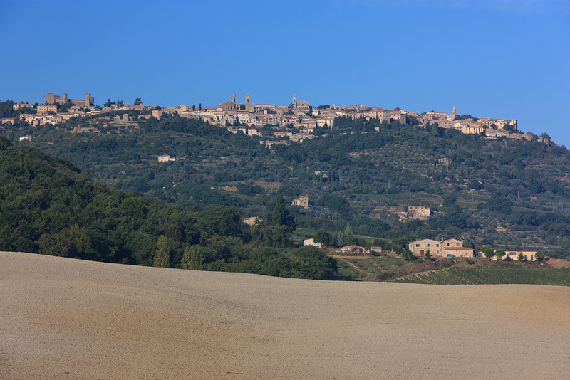 We got an early start for Montalcino, a hilltop city (yes, it is walled) that is most famous for the wines produced in the area -- one of Italy's most esteemed reds, Brunello di Montalcino.