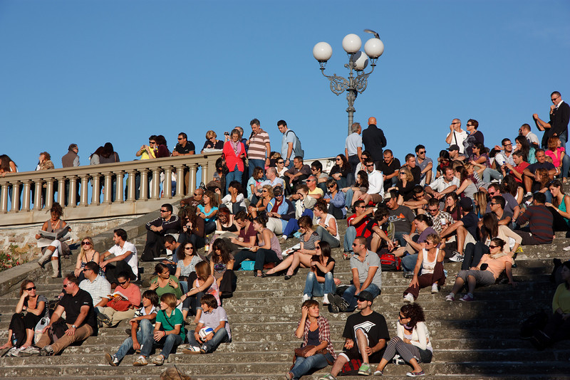 We were not alone! We were joined by many tourists, college students, and Florentines watching the spectacular sunset from the steps of the Piazzale. Can you spot Kathy?