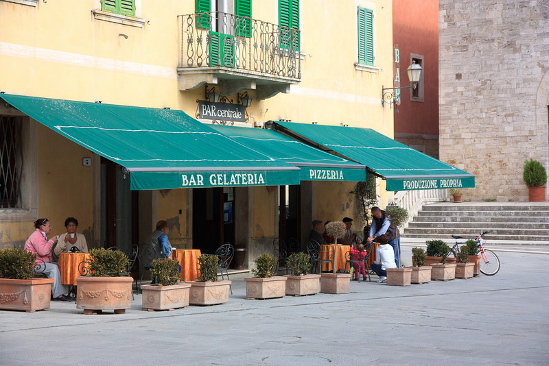 . . . and made a last visit to the Bar Centrale on the main square of San Quirico for an espresso.