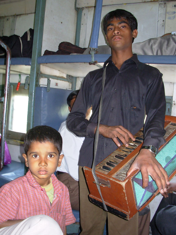 On the train from Delhi to Agra: a little entertainment