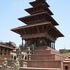 Bhaktupur: Nyatapoka Temple at Taumadhi Square