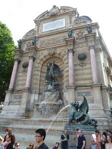 St. Michel, Rive Gauche