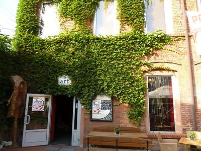4 Art cafe/restaurant