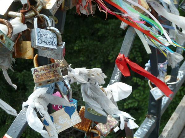 park bridge - locks on the bridge