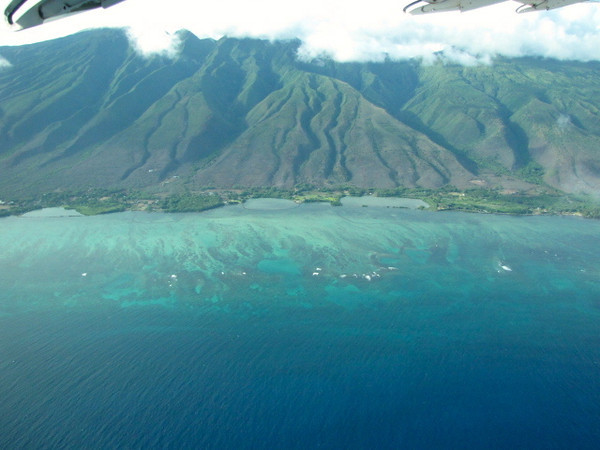 Alright, you just saw how great the place we stayed in Maui was... now let's check out the Island herself.  <br /> We arrived into Maui, Hawaii after enjoying a scenic flight from Molokai... here's a few scenes of what we saw up in the air.