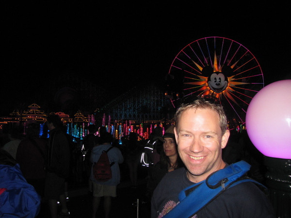 """Looks like Shawn enjoyed... he definitely gives """"World of Color"""" a """"thumbs up""""!! :-)"""