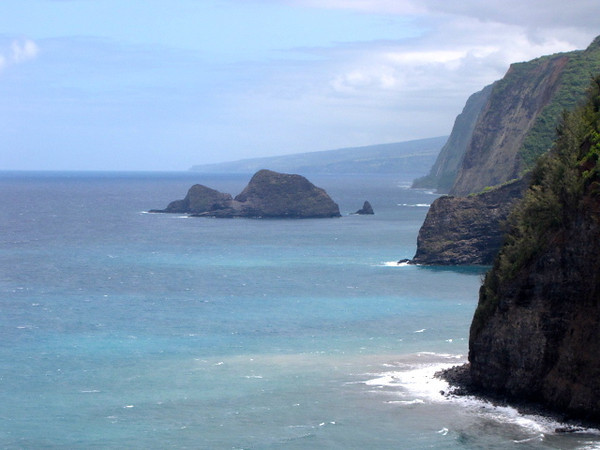 For our 1st day on the Big Island we drove to the very north point of the Island and saw Pololu Valley...the views of the Pololu Valley were pretty dramatic... here's what it looked like from the scenic lookout from the road where no hiking was required.