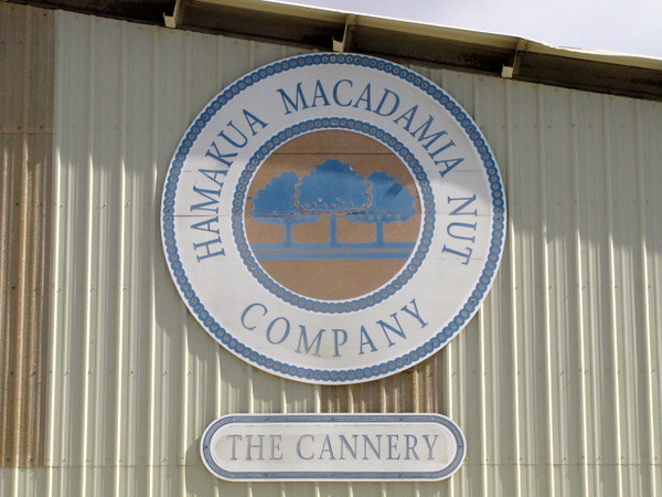 After our hike in Pololou Valley it was time to visit a real Macadamia Nut factory... yumm!! :-)