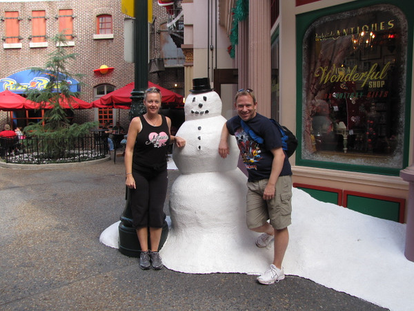 A Snowman in Florida... cool! :-)