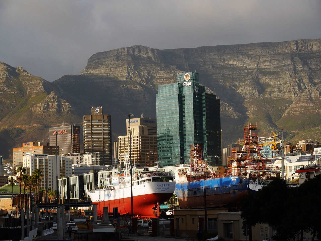 The waterfront area has great views of Table Mountain and the skyline of Capetown. This is where  many of the fancy hotels and restaurants are located.