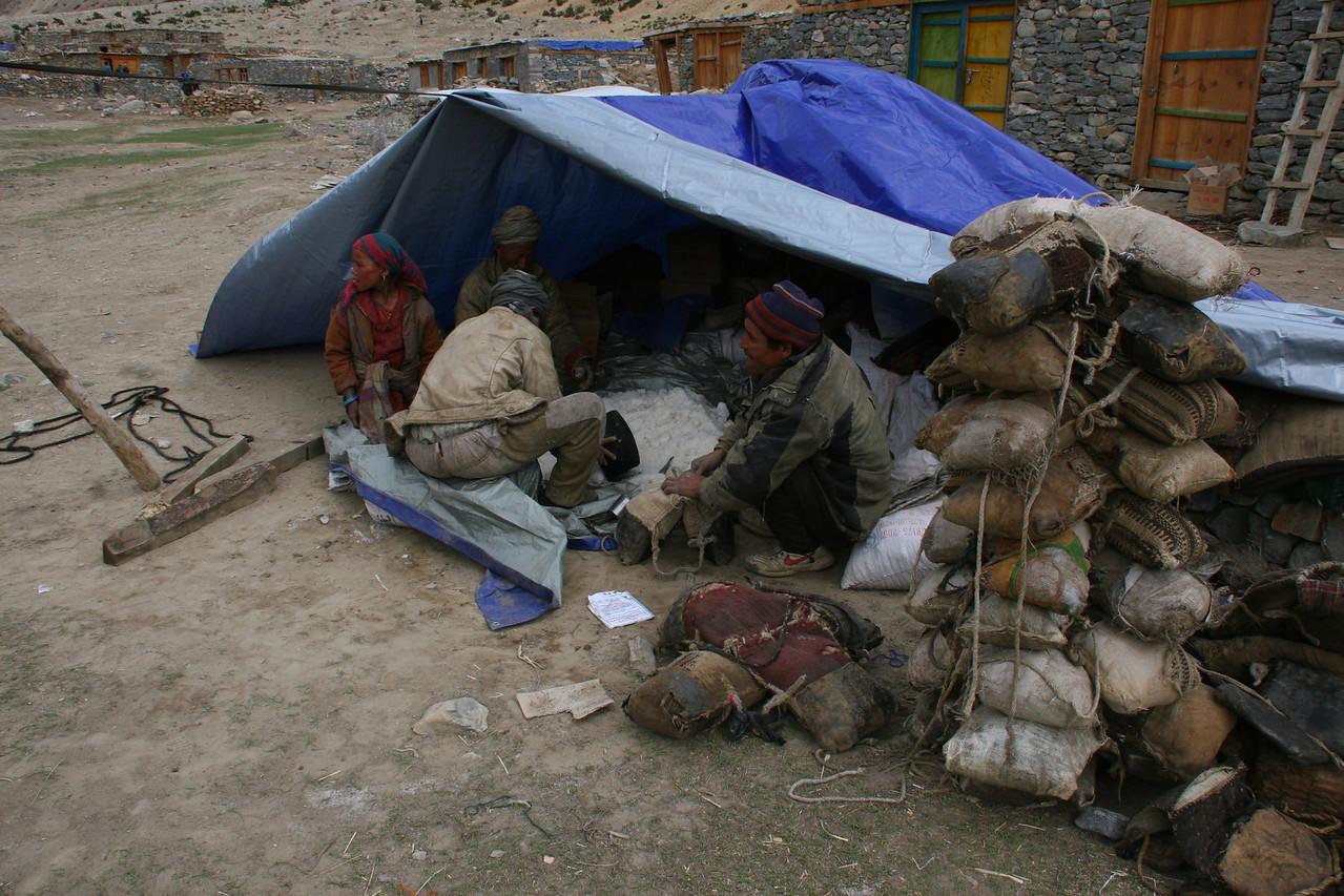 Salt traders in Hilsa