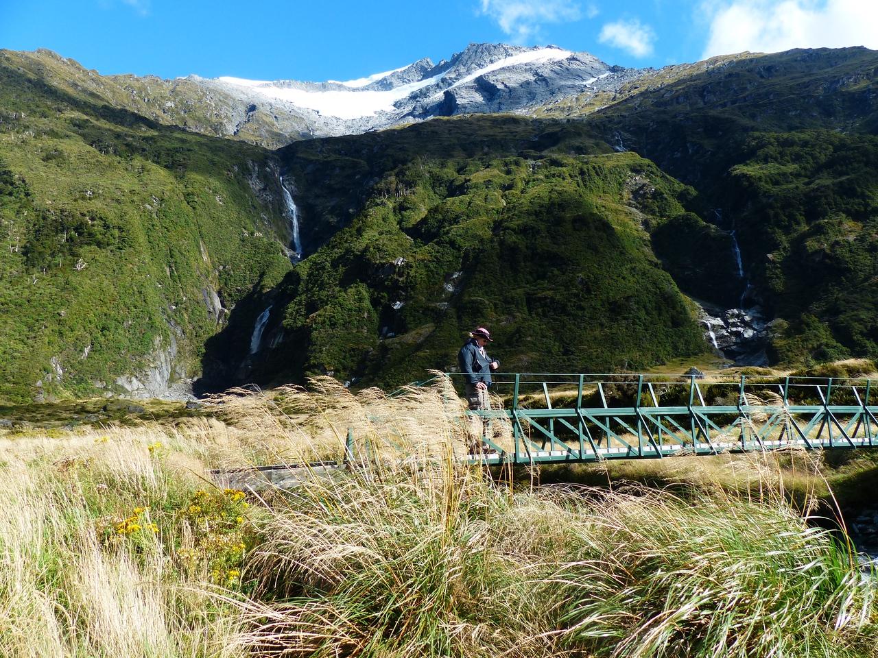 Mt. Aspiring backpack - Waterfalls  and streams.