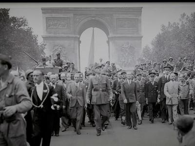 A previous visitor at the Arc de Triomphe