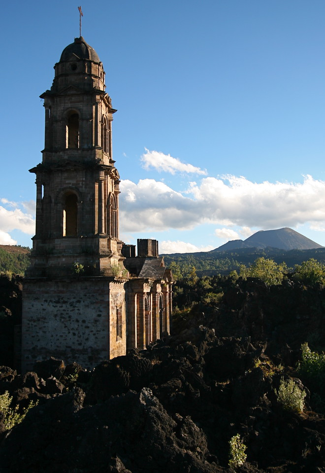 Buried church, Volcan Paricutan