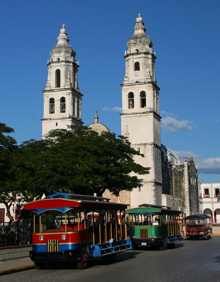 The Campeche downtown plaza is beautiful.