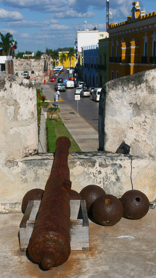 Old canons are displayed in towers above the walls of the city.