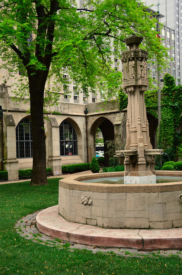 Fountain in garden of the Fourth Presbyterian Church