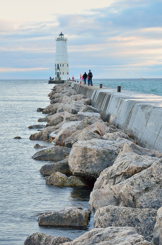 Frankfort North Breakwater Pier Light