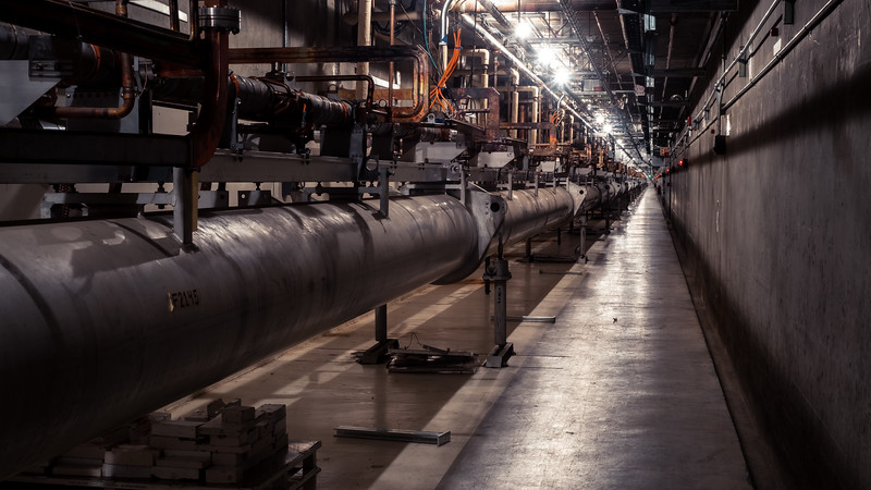 SLAC's 2-miles long linear main accelerator line