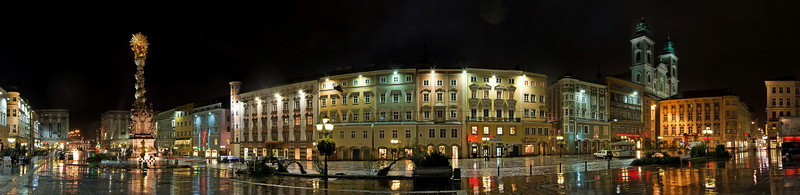 Hauptplatz at night