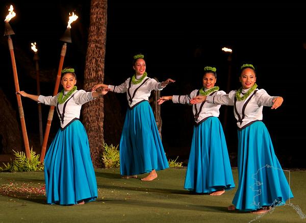Beautiful Hawaiian dancers.