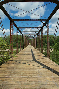 This bridge is a Pinned Pennsylvania through truss. Its name is Wagon bridge or Bluff bridge. It was built in 1910.