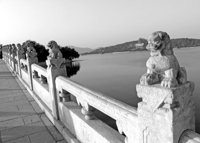The Summer Palace is mainly dominated by Longevity Hill (60 meters high) and the Kunming Lake. It covers an expanse of 2.9 square kilometers -- three quarters of which is water.