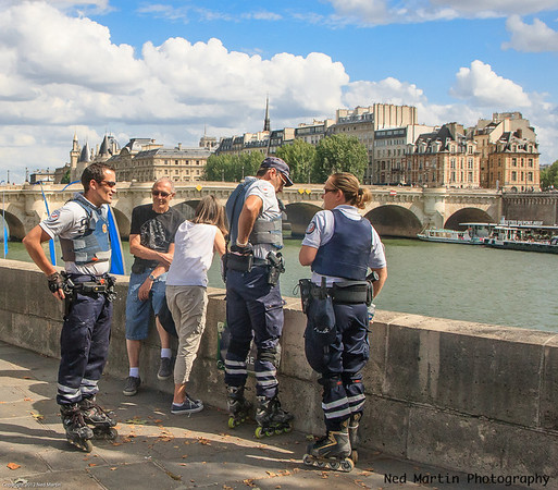 Paris police on rollerblades