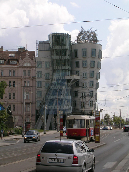 Dancing building (Tacici dum)