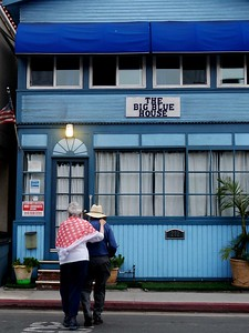 Lou and Joe traditionally rent a house in Catalina for a family outing. This year it was the Big Blue House.
