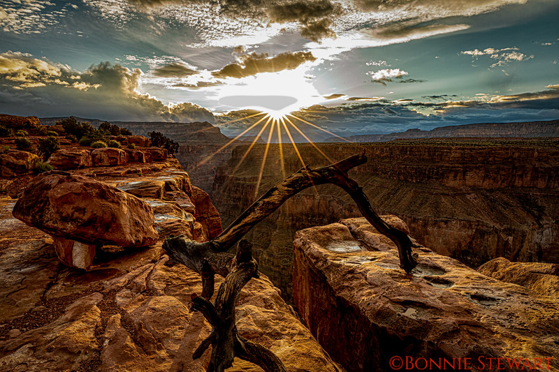 Sunrise at Toroweap at the top of the Grand Canyon