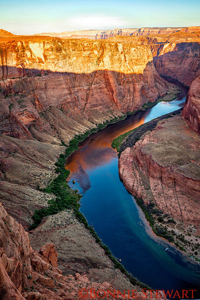 A ziggy line at Horseshoe Bend with harsh shadows