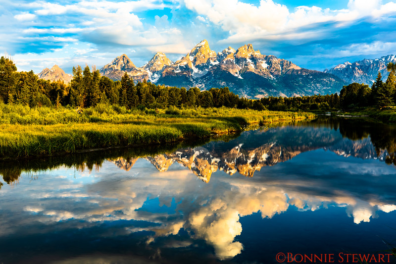 Sunrise at the Snake River at Oxbow Bend with Mount Moran in the background