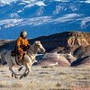 Wrangler Marijn running her horse