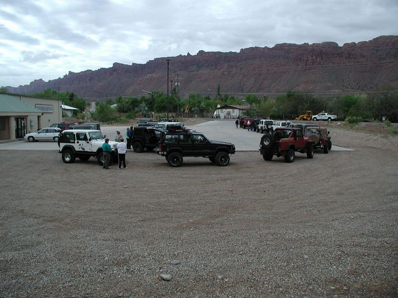 We arrived Moab Sunday, 5/1, registered for the FMCA 4-Wheelers rally, signed up for trails for the week, meeting some old friends and new friends.  Monday, Steel Bender trail lead by Walt P.  This photo - - the group lining up for the trail at the bowling ally parking lot.