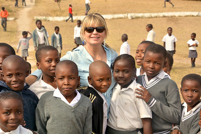 Empowers Africa Trustee Lyn Pedersen and learners at the Nkomo Primary School