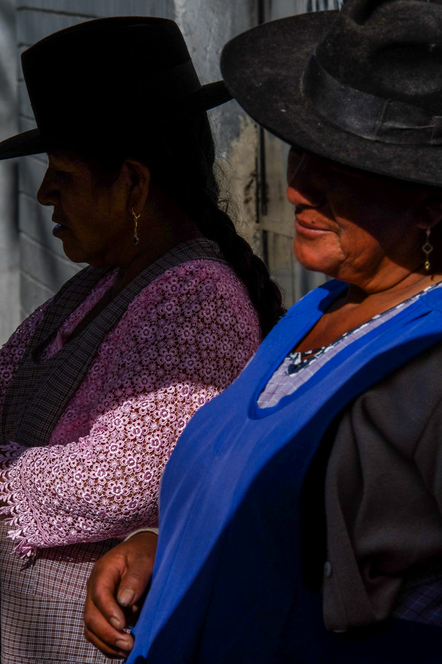 6  Andean Women, Sucre