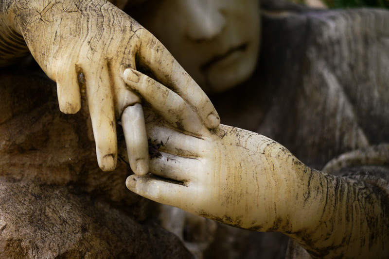 Shattered hand, Cuenca cemetery